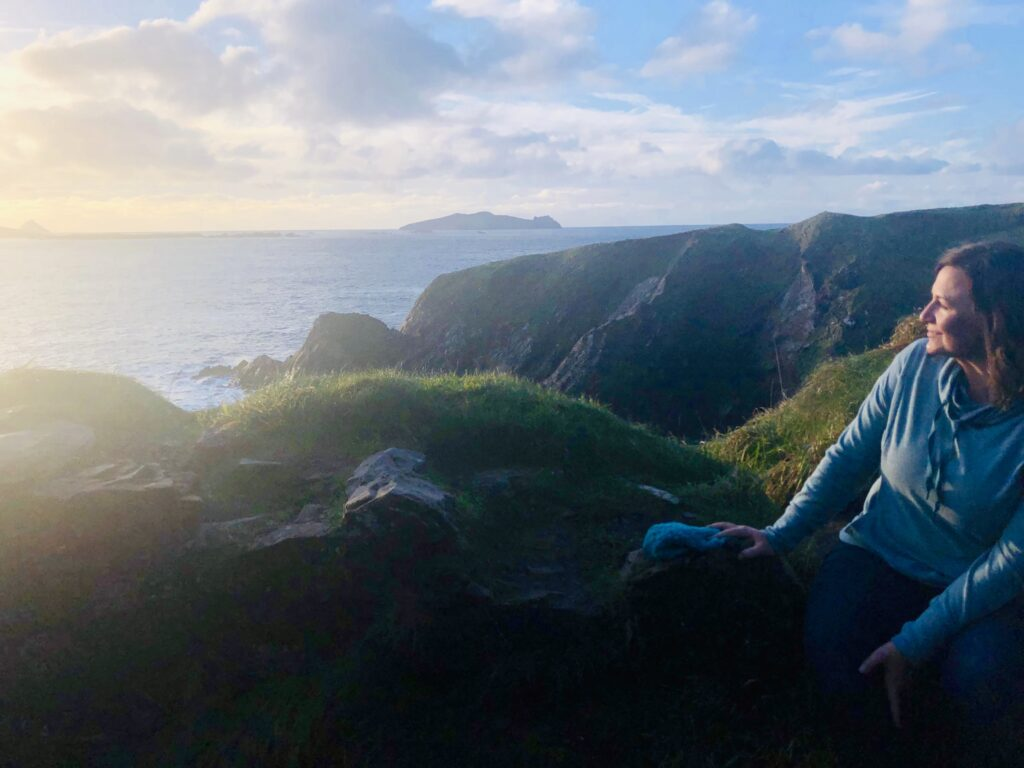 Kathryn Reynolds no Cais Dunquin, na Irlanda.