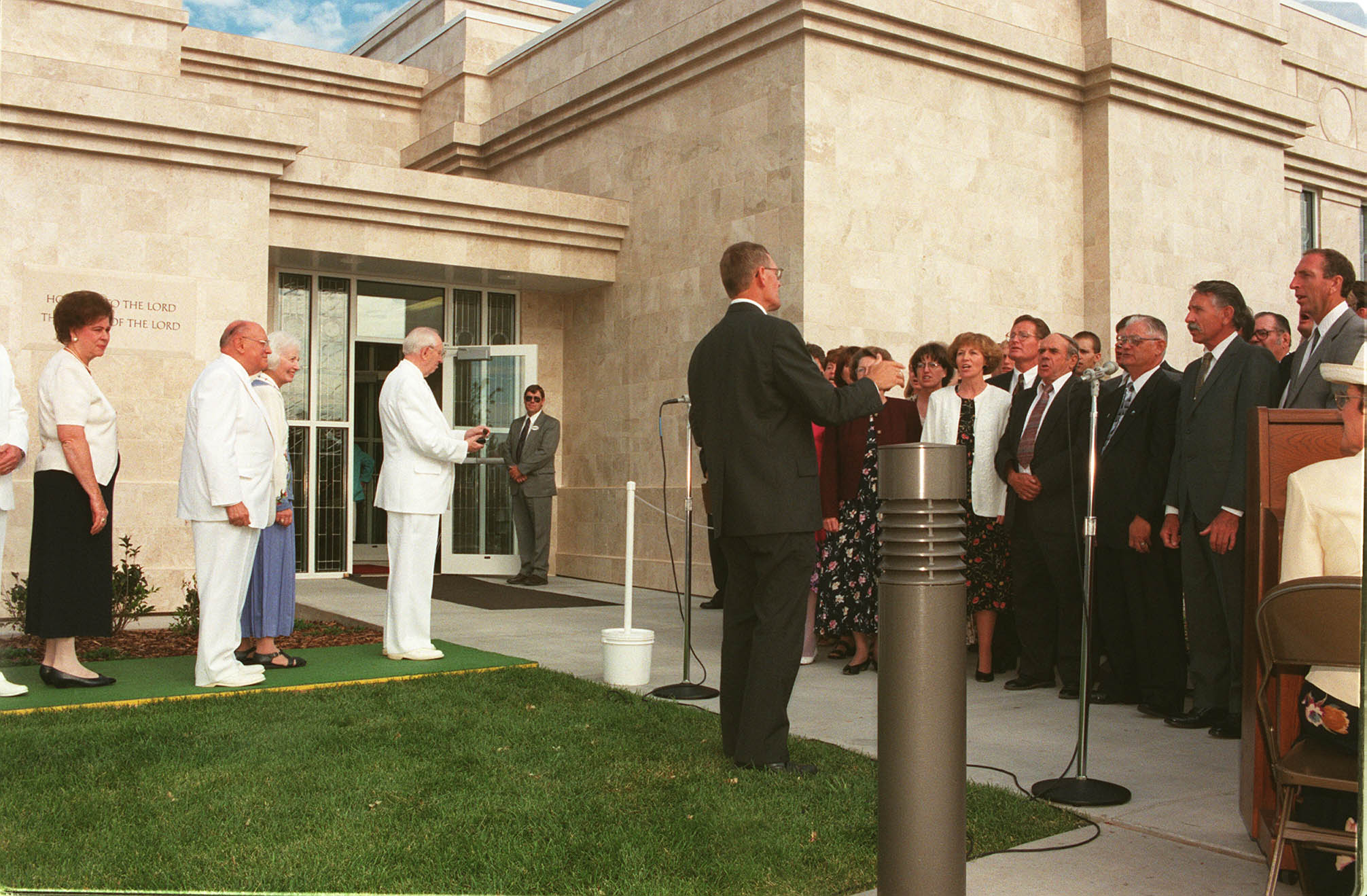 President Hinckley stops briefly to listen to choir during the dedication of the Monticello Utah Temple on July 26, 1998.