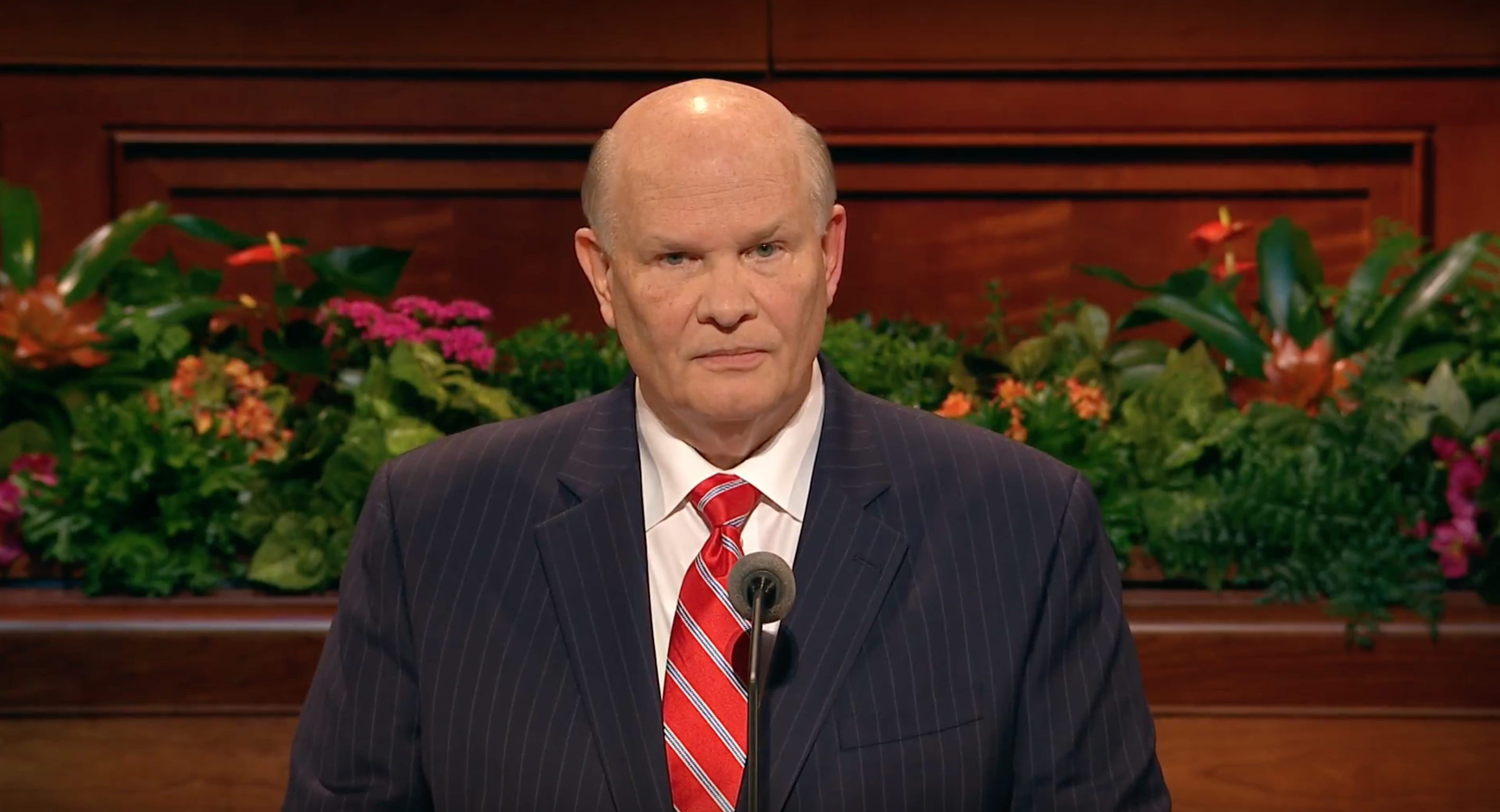 Elder Dale G. Renlund gives an address during the Sunday afternoon session of October 2018 general conference.