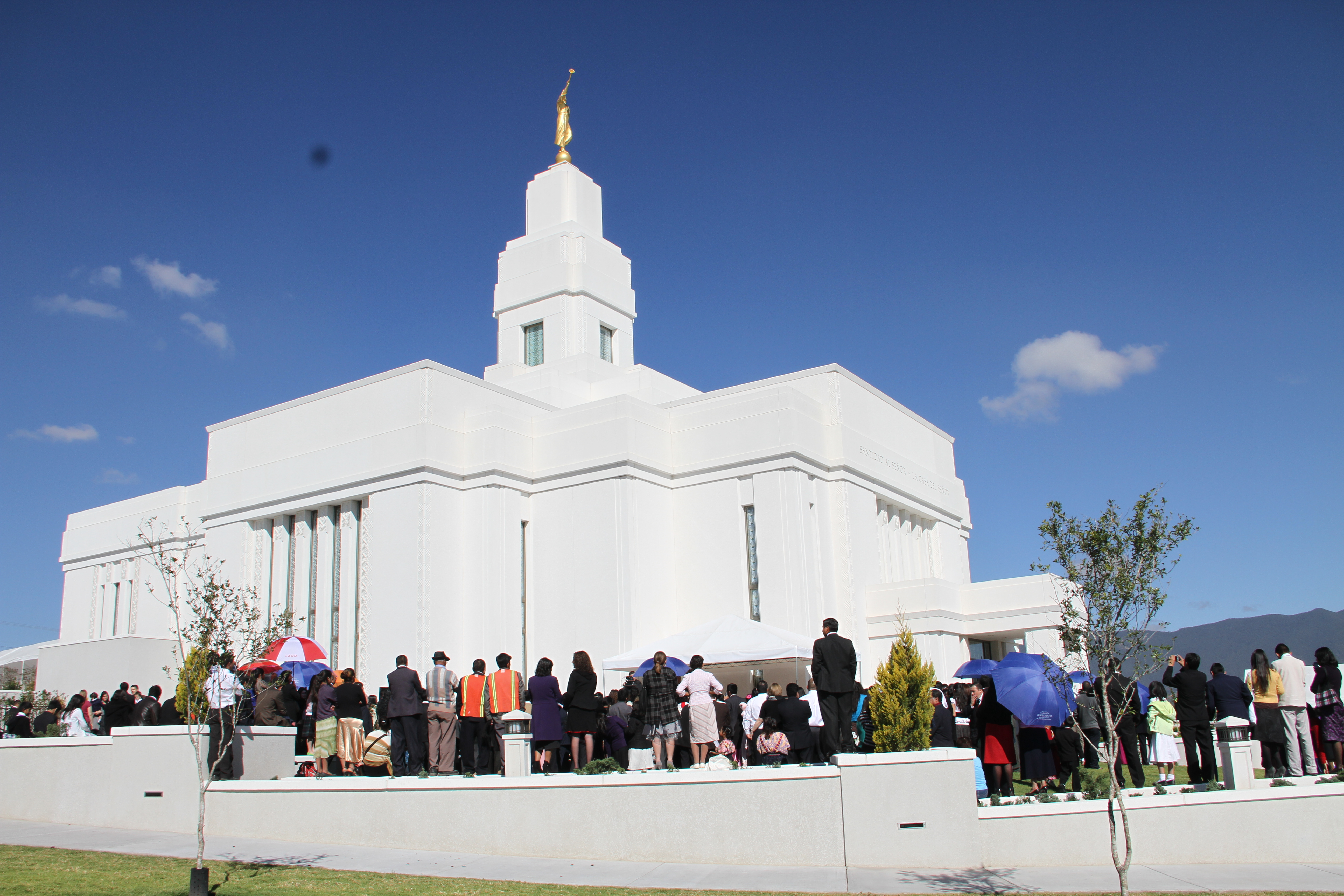 Members gather outside the Quetzaltenango Guatemala Temple prior to its dedication.