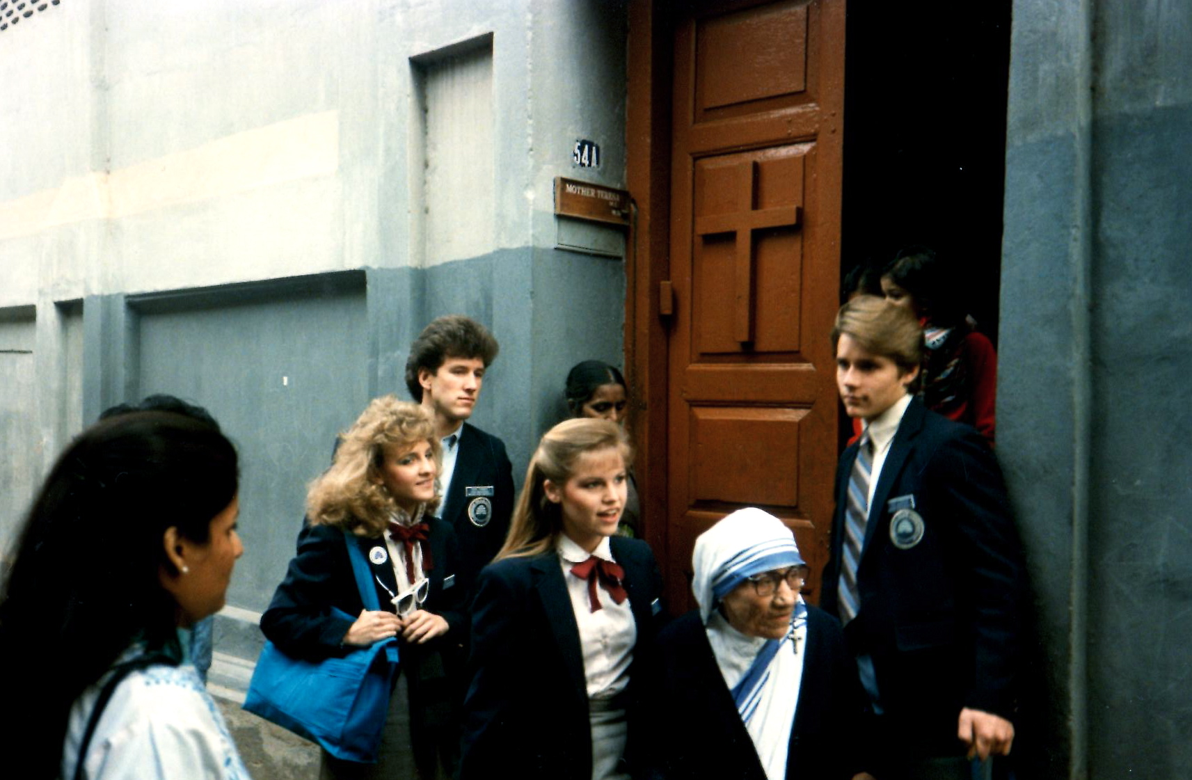 Taunalyn Rutherford, holding blue bag, walks with Mother Teresa and fellow members of Brigham Young University's Young Ambassadors on the streets of Calcutta, India, in 1986.