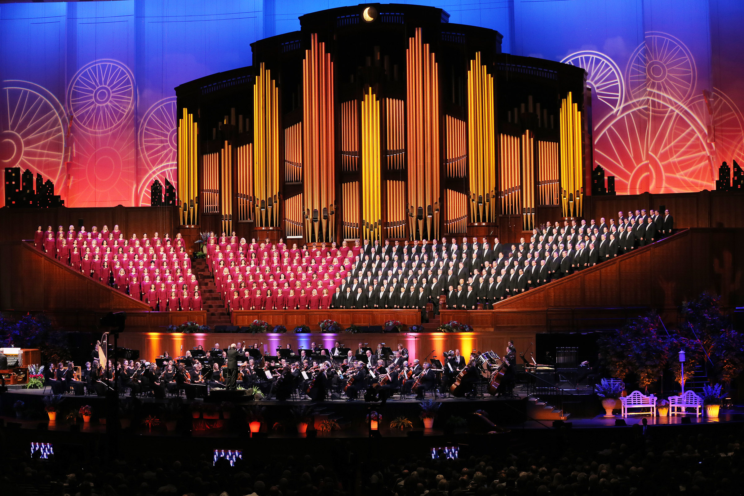 """The Mormon Tabernacle Choir and Orchestra at Temple Square perform their annual Pioneer Concert, with guest performers Matthew Morrison and Laura Michelle Kelly and narrator Oscar """"Andy"""" Hammerstein III, at the Conference Center in Salt Lake on Friday, July 20, 2018."""