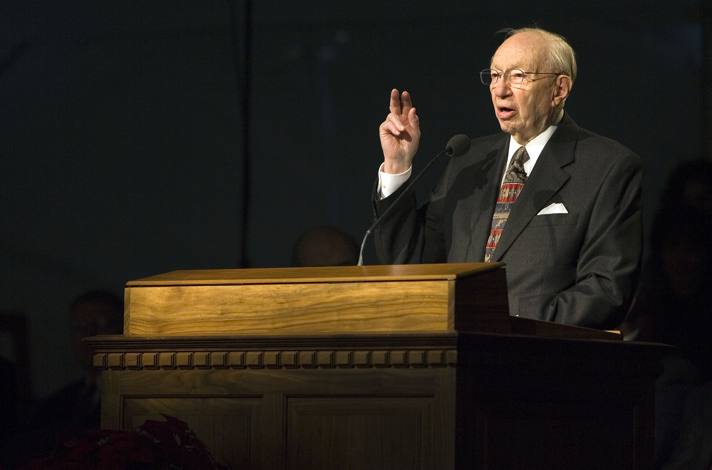 President Gordon B. Hinckley speaks to the congregation at the groundbreaking of the Oquirrh Mountain Utah Temple in South Jordan, Utah, Saturday Dec. 16, 2006.