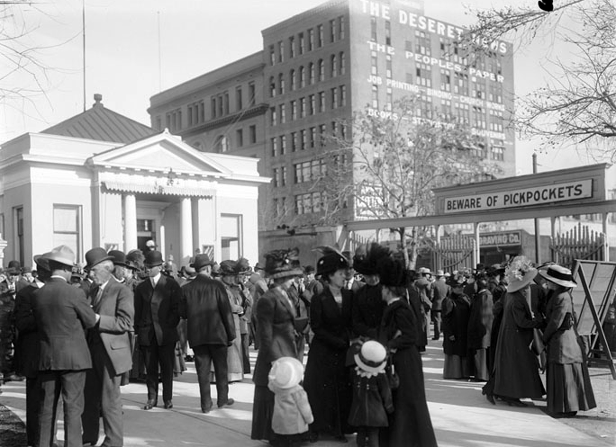 Crowds gather for General Conference in April 1911.