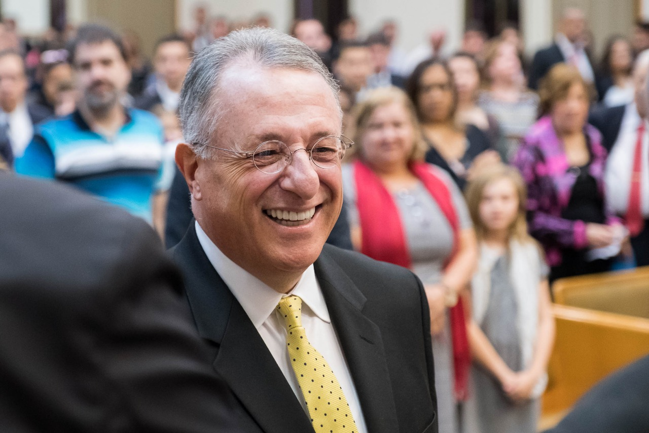 Elder Ulisses Soares visits with members in his native Brazil. Traveling with President M. Russell Balllard, Elder Soares returned to Brazil when he arrived in São Paulo on Aug. 24, 2018.