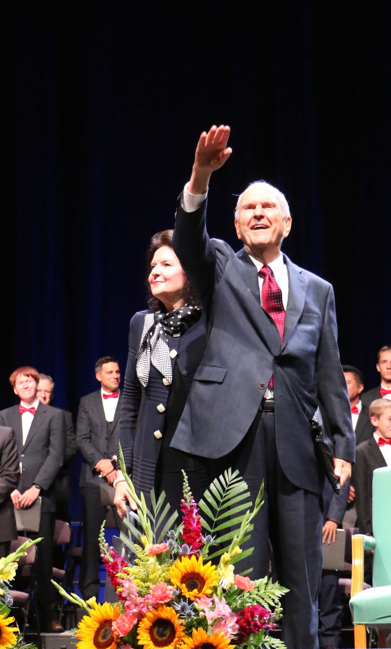 President Russell M. Nelson, joined by his wife, Sister Wendy Nelson, waves to the 8,000 members and visitors at the conclusion of the Sunday night, Aug. 19, 2018, devotional held at the FirstOntario Centre in Hamilton, Ontario.