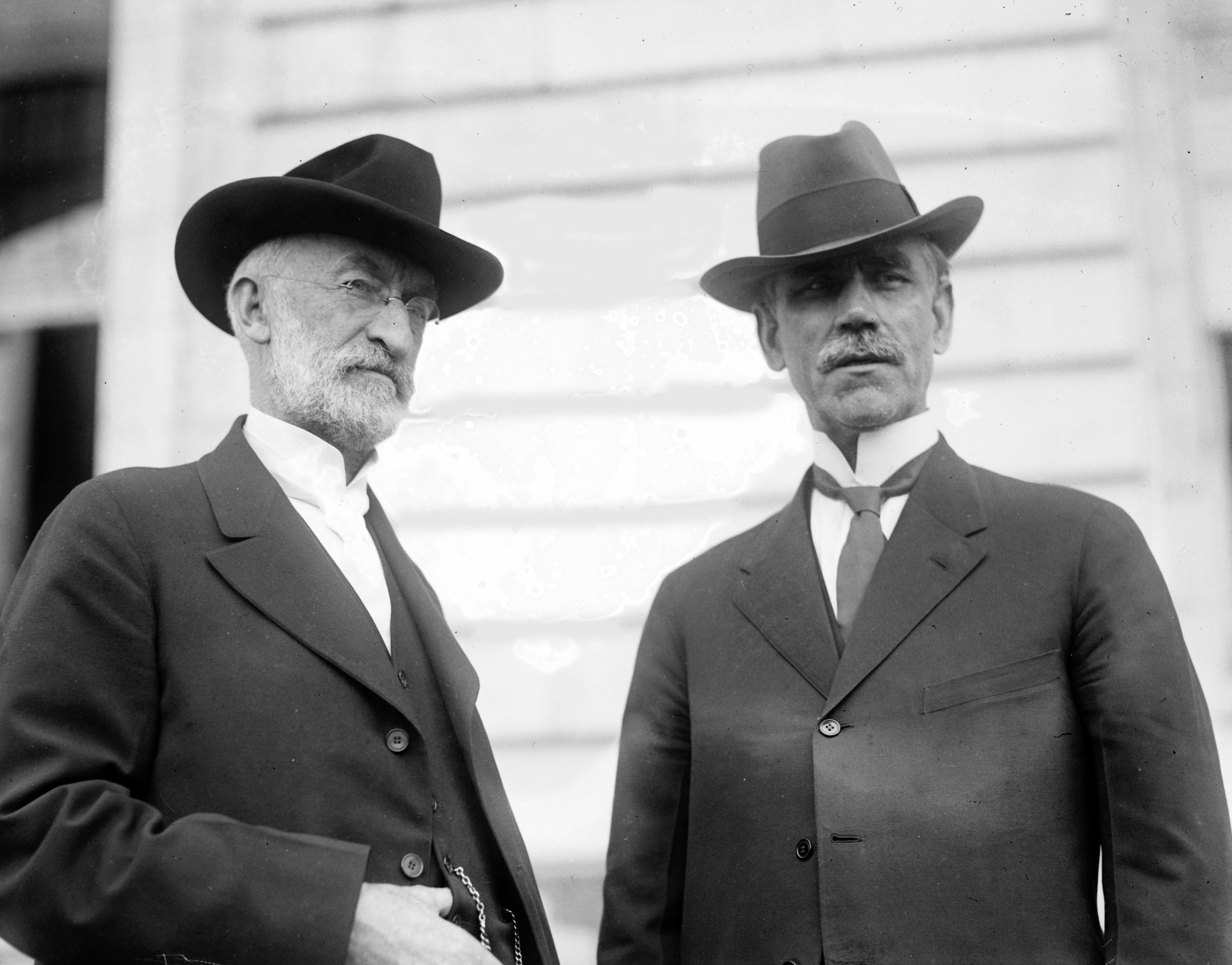 Church President Heber J. Grant and Utah Senator Reed Smoot stand outside the Senate Office Building in about 1907. President Grant presided at general conference in June 1919.