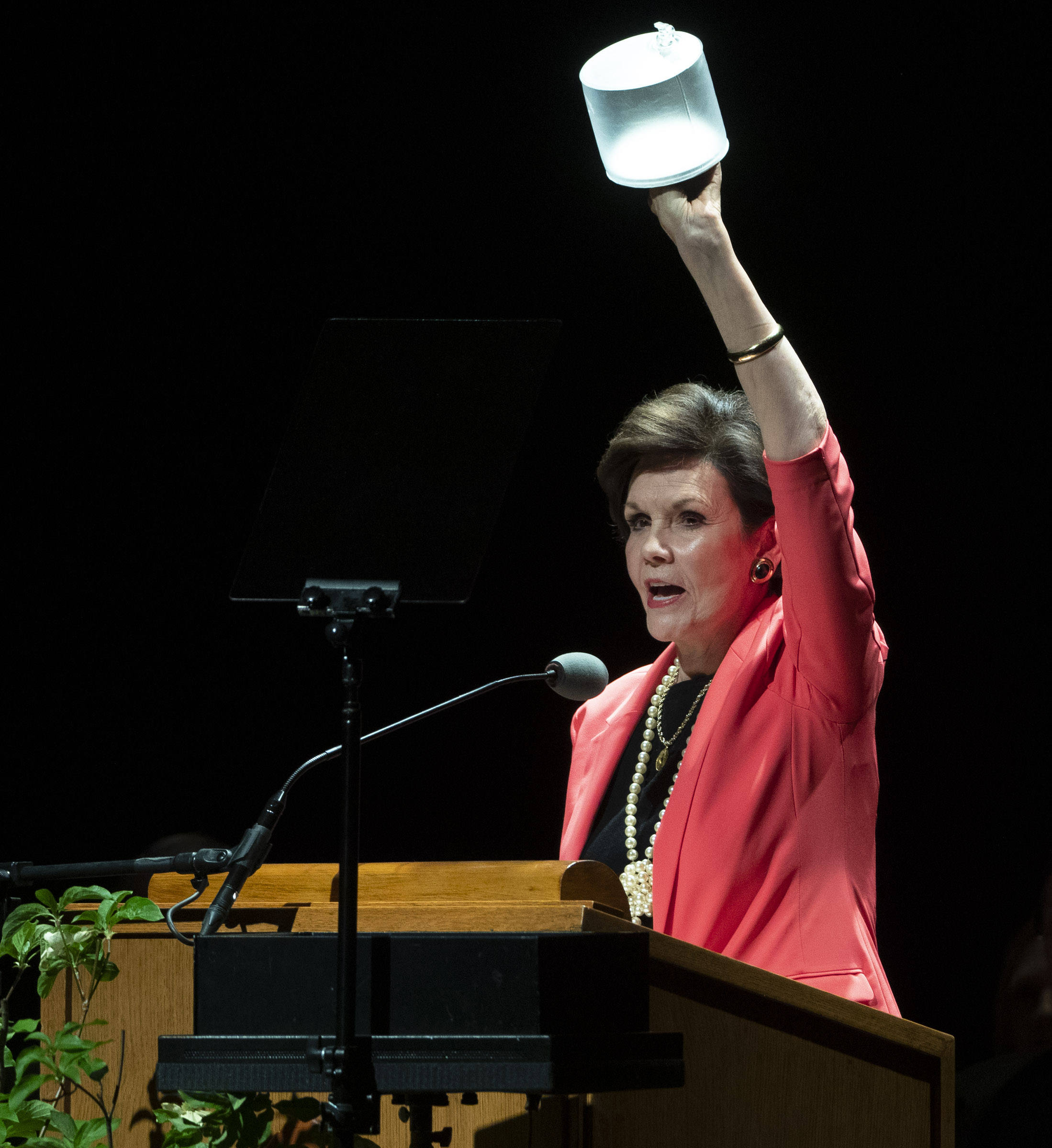 Sister Kristen Oaks, wife of President Dallin H. Oaks, first counselor in the First Presidency of The Church of Jesus Christ of Latter-day Saints, holds a lantern as she talks to youth about the Light of Jesus Christ during a devotional at the Interstake Center on the Oakland California Temple grounds on Saturday, June 15, 2019.