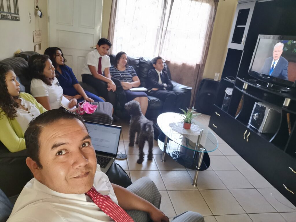 The Vasquez Luna family — Oscar Vásquez, Marisol Luna, Kimberly, Melannie, Katerine, Oscar and Cristian — of the Arrazola Ward, Guatemala Don Justo Stake, watch the Saturday morning session of the 190th Annual General Conference on April 4, 2020.