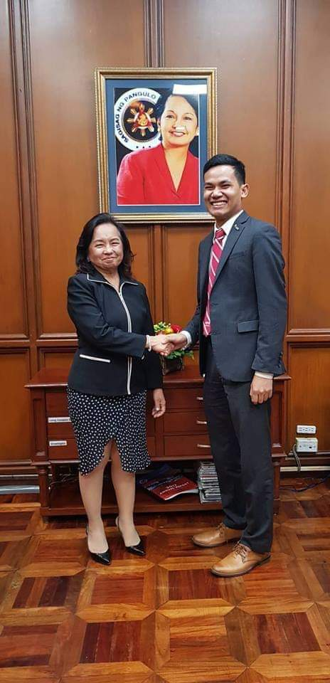 Elvin Laceda with Gloria Macapagal Arroyo, former president of the Philippines. She is Laceda's mentor and has been instrumental in creating partnerships between RiceUp and the Philippine government.