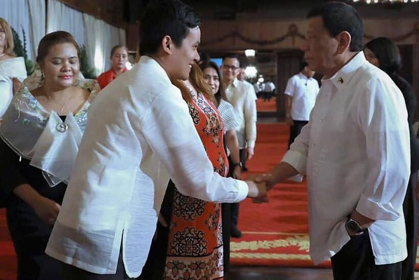 Elvin Laceda met the Philippine president at his residence in the Malacañan Palace in April 2019. The president was glad to hear about Laceda's RiceUp project.