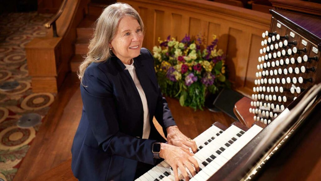 As a Tabernacle organist, Linda Margetts, performs at with the Mormon Tabernacle Choir, Temple Square Chorale, and Bells on Temple Square and, along with her fellow organists, presents daily 30-minute organ recitals in the Tabernacle and Conference Center.