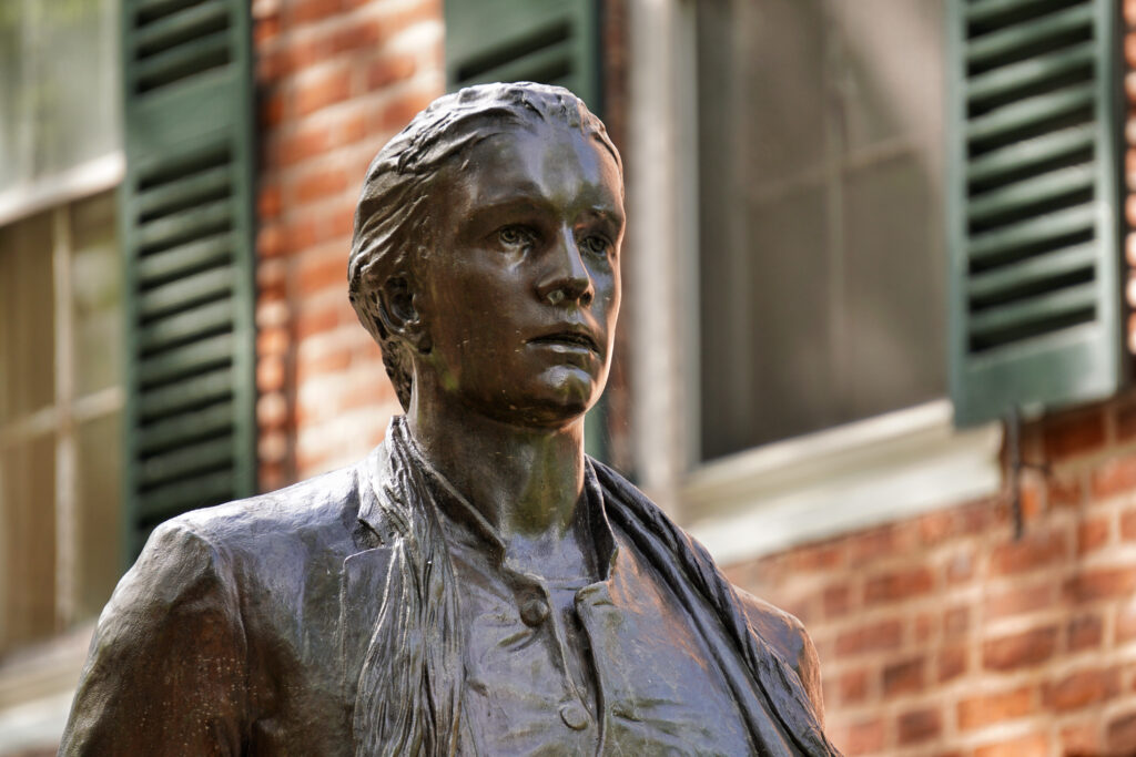 Statue of Nathan Hale, an American revolution hero, in Yale University's main yard.