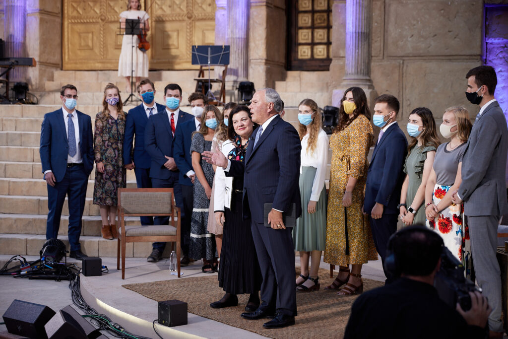 Elder Ronald A. Rasband and his wife, Sister Melanie Rasband, stand with their grandchildren, nieces and nephews at the end of a Face to Face event for young adults broadcast from Goshen, Utah, on Sunday, Sept. 13, 2020.