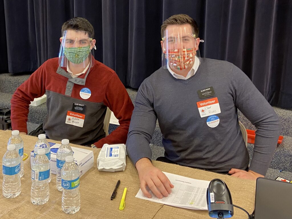 Elder Brennan Hicks, left, and Elder Chase Hewlett volunteered at the recent JustServe-sponsored blood drive in Indianapolis, Indiana. Courtesy: Charlotte Jessop