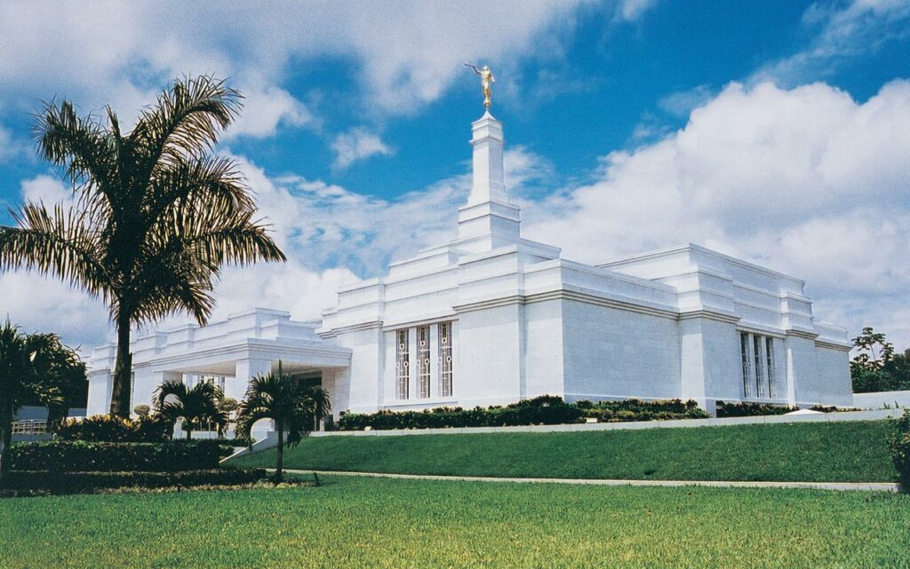 The Villahermosa Mexico Temple was dedicated on May 21, 2000.