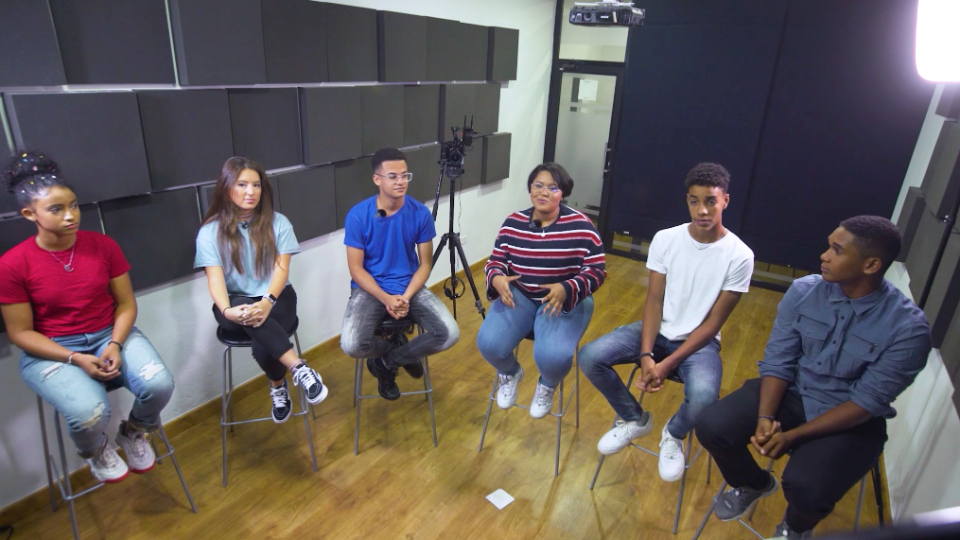 Young men and young women during a video chat with Nik Day, composer of the songs of the Church's youth albums, during the musical program of the For the Strength of Youth conference for youth in the Caribbean in July 2021.