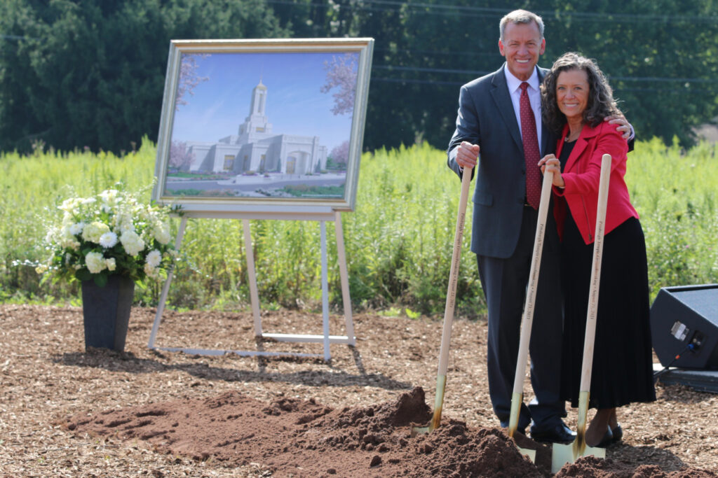 Elder Randall K. Bennett and his wife, Sister Shelley Bennett, stand with shovels near a rendering of the Pittsburgh Pennsylvania Temple during the groundbreaking ceremony on Saturday, Aug. 21, 2021.