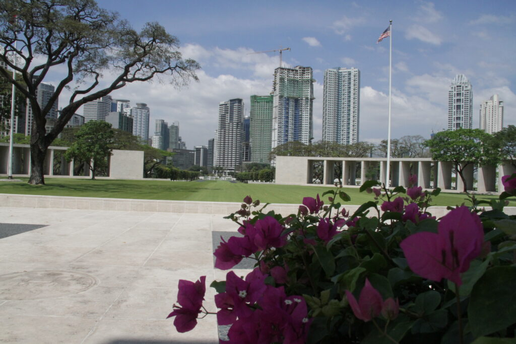 President Gordon B. Hinckley offered a prayer on the Philippines in 1961 at the Manila American Cemetery and Memorial.